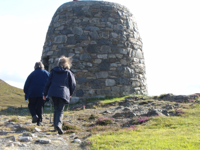 Going up to the cairn celebrating Strì nam Feidh